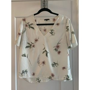 Dynamite flower blouse top